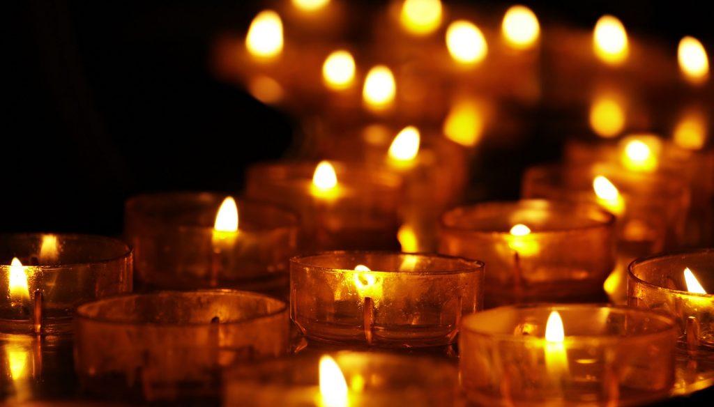 Image: Many tea lights